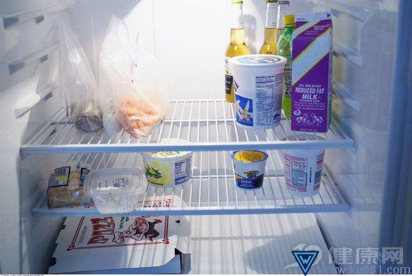一大纠结:肚子饿时喝牛奶好还是酸奶好