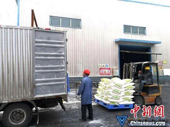 2月初,新疆各地面粉企业复工生产,确保市场供应。 艾孜买特 摄