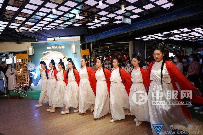 杭州百名汉服同袍走秀炸街彰显后浪风彩
